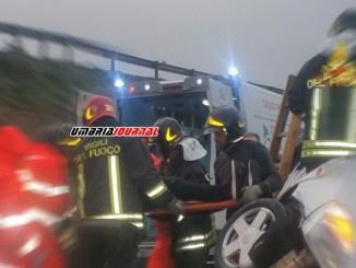 Carambola infernale in incidente a Magione, auto finisce su cisterna, un ferito