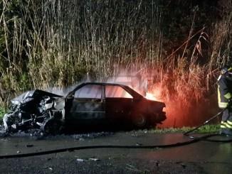 Incidente stradale nella notte nel Perugino, gesto eroico evita tragedia