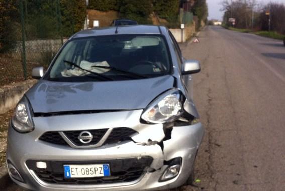 Provoca incidente con tre auto e scappa, vicino al cimitero di Perugia