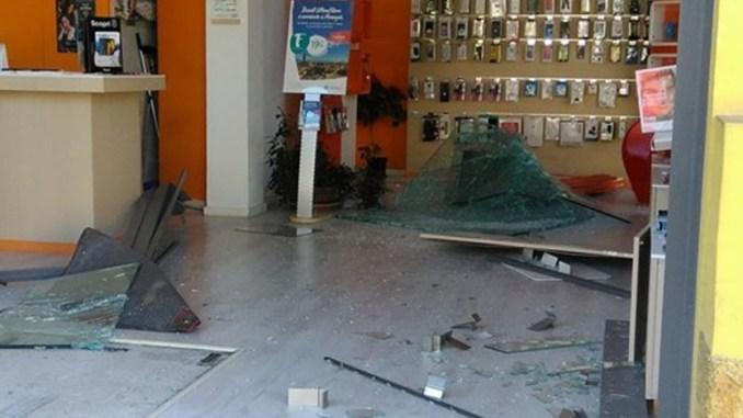 Spaccata all'alba a San Sisto di Perugia negozio di telefonia danni per 10 mila euro