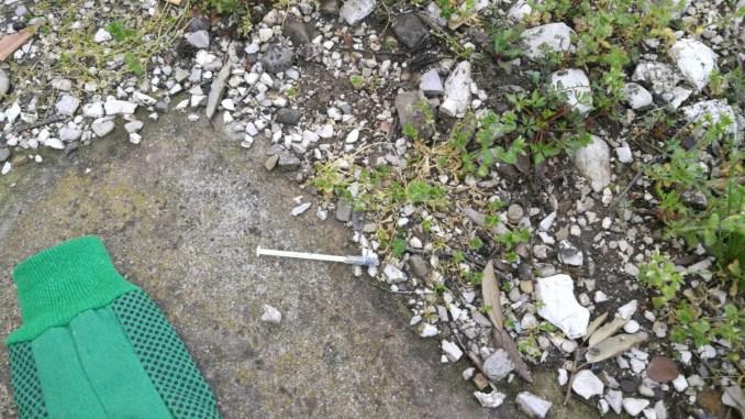 Bastia Umbra, siringhe usate, rifiuti e degrado alla stazione, CasaPound fa pulizia