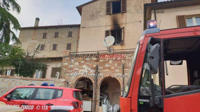 Abitazione prende fuoco a Castiglione della Valle, nel marscianese