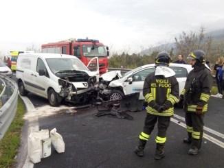 Incidente sulla rampa per Spello, un ferito lieve nello scontro tra due mezzi