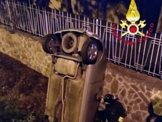 Incidente stradale nella notte a Terni auto in un fosso due anziani feriti