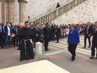 Angela Merkel è arriva ad Assisi, in tanti ad attenderli