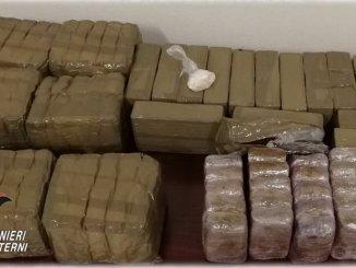 Corriere droga in moto e 3 complici arrestati recuperati 20 chili di hashish