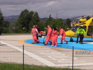 Auto in un burrone a Città di Castello, elisoccorso porta conducente all'ospedale di Perugia