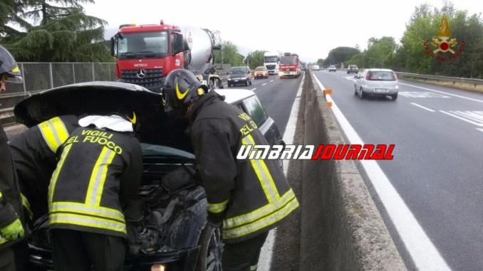 Incidente Bastia, auto contro camion sulla 75 Centrale Umbra, un ferito lieve
