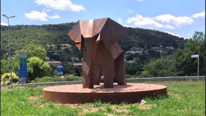 Rotatoria Aldo Piccini, Carmine Camicia, Psi Perugia, che ci fa lì un elefante?