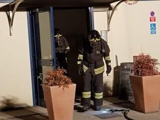 Incendio a Ponte San Giovanni, capannone zona industriale in fiamme