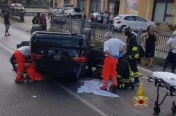 Incidente a Perugia, lungo la Pievaiola, auto si ribalta due feriti