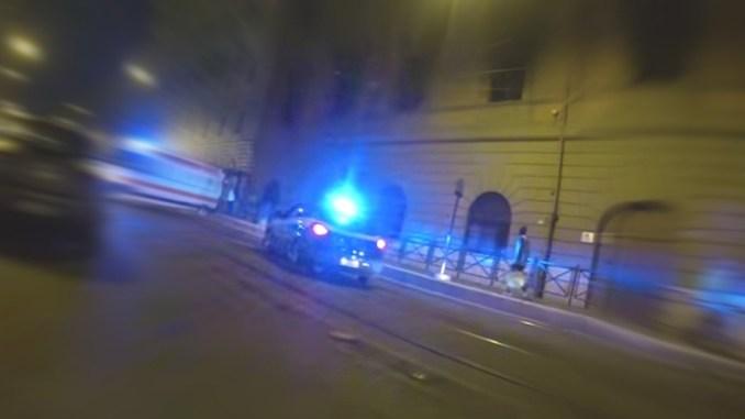 Arrestato tunisino spacciatore calci e pugni ai poliziotti, ferito un agente