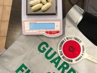 Finanza Perugia, arrestato ovulatore con 140 grammi di droga in corpo