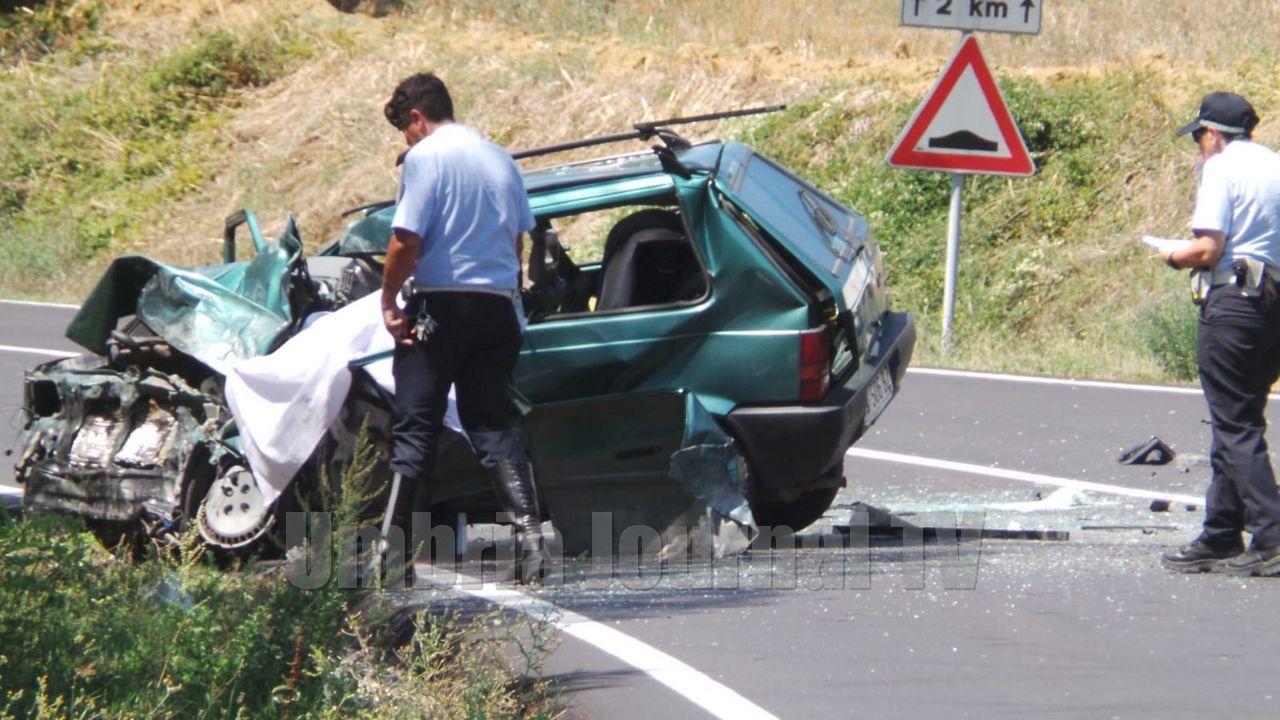 Incidente mortale a Ponte Rio di Perugia, muore un ragazzo, ferita gravemente una donna