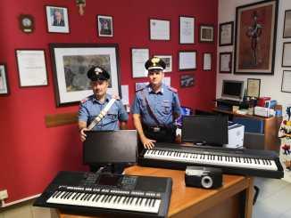 Furto liceo artistico Deruta computer proiettori tastiere, denunciati i ladri