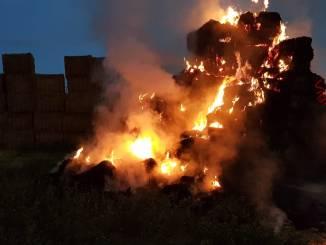 Incendio all'alba lungo via Settevalli a Perugia, a fuoco presse in un campo