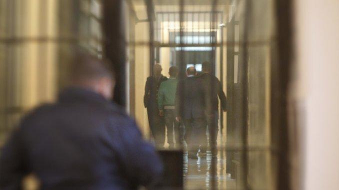 Detenuta straniera tenta di uccidersi nella sua cella del carcere di Capanne