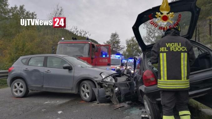 Incidente a Gubbio, auto si scontrano sulla Contessa, due feriti