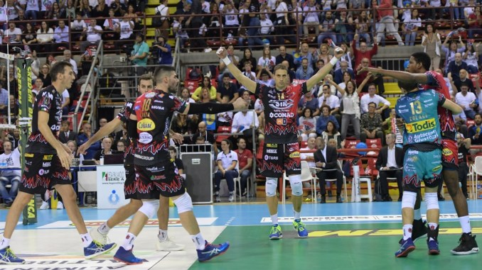 Volley, esordio con vittoria in Superlega! Battuta 3-0 Latina