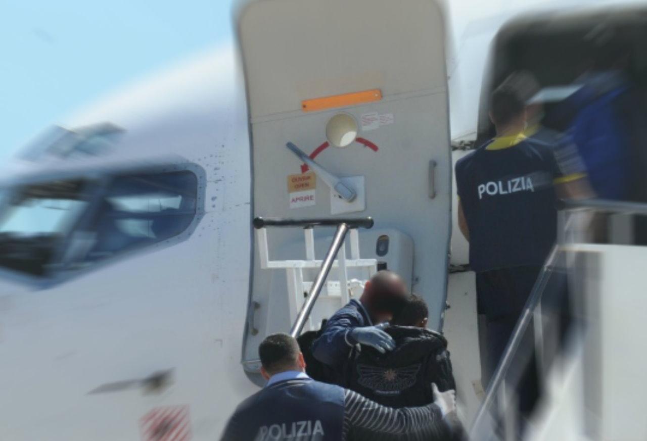 Cittadina straniera rimandata a casa sua all'arrivo in aeroporto