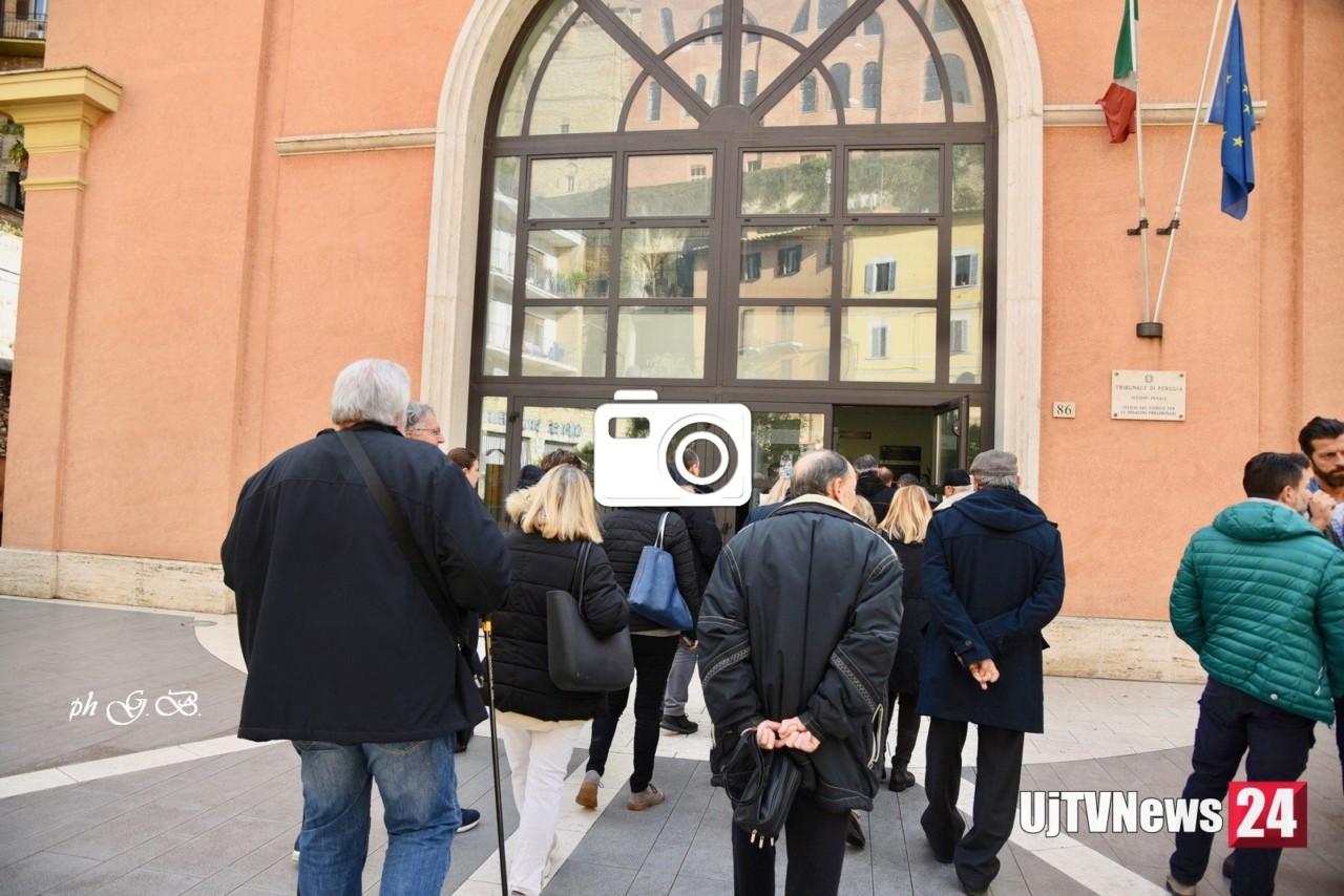 Processo Gesenu la gallery delle foto fuori dal tribunale di Perugia