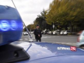 Droga e soldi in fretta fuori dal finestrino, Polizia arresta spacciatore a Terni