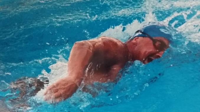 A nuoto per 24 ore di fila, Marco Fratini tenta il record del mondo