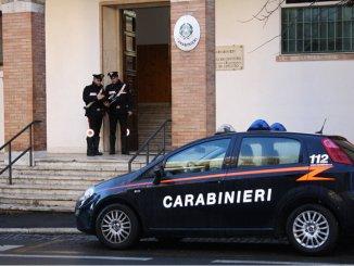 Omicidio-suicido, impiegato civile Aeronautica uccide moglie e figlia, poi si spara