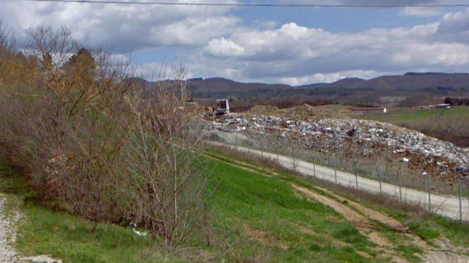 Emergenza rifiuti, sbarre chiuse per 4 camion Gesenu alla discarica di Belledanza