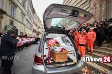 """Addio Leo, Perugia si ferma per i funerali di Leonardo Cenci il """"guerriero"""" [L'omelia]"""