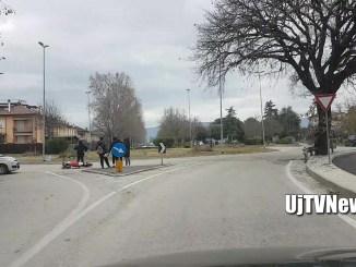 Incidente a Bastia Umbra tra auto e motocicletta, coinvolto un minore