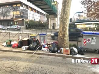Svuotano casa e che fanno? Inquinano la via Mario Angeloni a Perugia