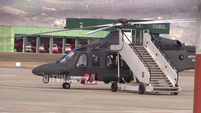 Atterraggio di emergenza per elicottero aeronautica all'aeroporto di Perugia, c'erano trenta vigili del fuoco