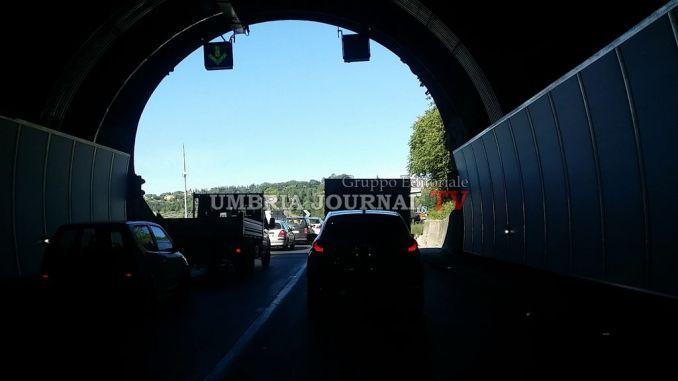 Salta un altro giunto sul raccordo, traffico in tilt nel pomeriggio