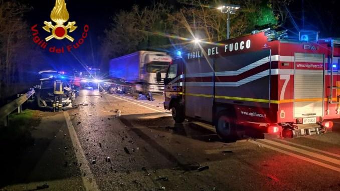 Incidente a Spoleto, lungo la Flaminia, feriti lievi