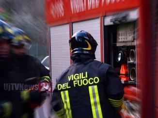 Due persone trovate morte in città diverse, intervento dei vigili del fuoco
