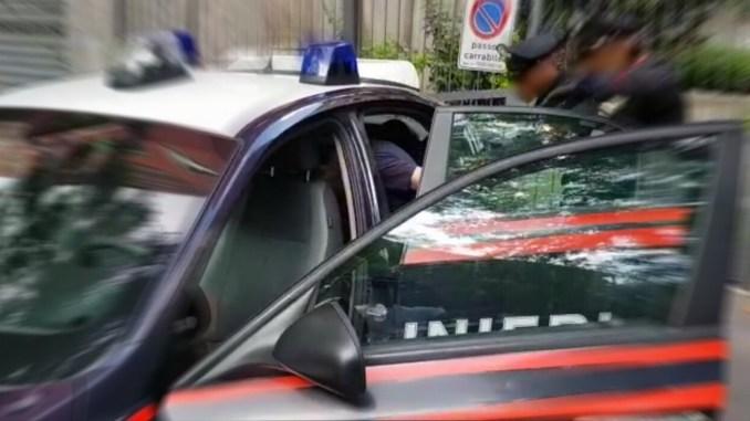 Ubriaco aggredisce a pugni e calci i carabinieri ora è in carcere a Capanne