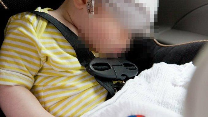 Bimba di un mese e mezzo chiusa in auto, salvata dai vigili del fuoco