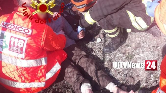 Ciclista investito da treno a Castiglione del lago, miracolosamente illeso