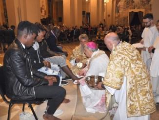 Cattedrale Terni, lavanda dei piedi a 12 immigrati africani