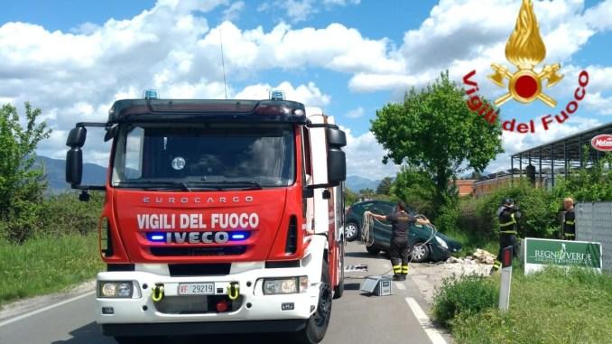 Incidente sulla Flaminia, auto fuori strada, ferito conducente