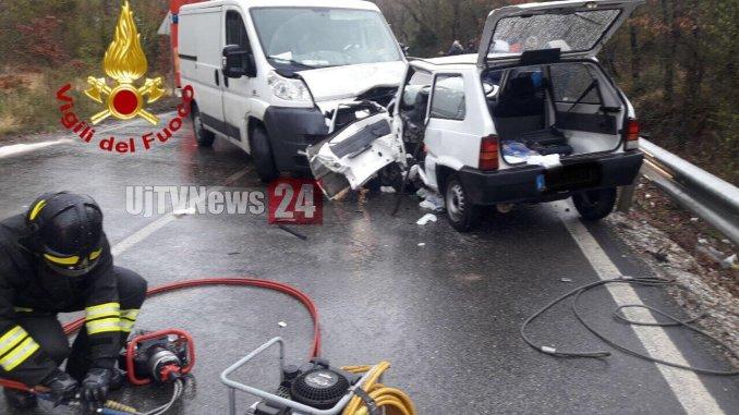 Incidente mortale su Pian d'Assino, auto contro furgone, muore un uomo