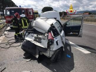Scontro tra auto e mezzo pesante sulla E45, c'è un ferito