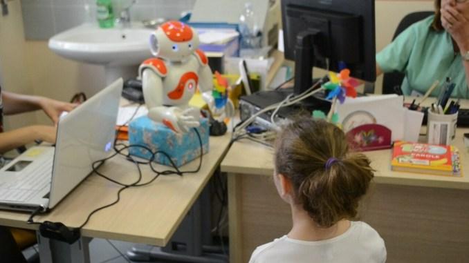 Vaccinazione pediatrica a Terni c'è NAO il robot amico dei bambini, tutto più facile
