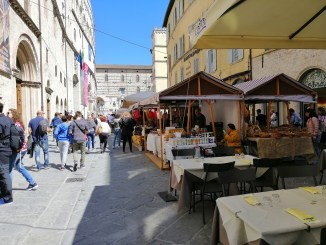 Perugia, convince la grande fiera di Pasqua, in centro fino al 25 aprile