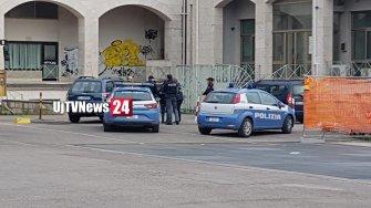 Morto un ragazzo in Piazza Partigiani, forse overdose, inutili i soccorsi