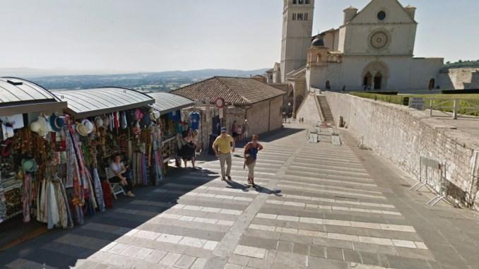 Lite da due mendicanti ad Assisi, donna aggredisce uomo