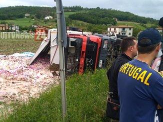 Camion si ribalta tra Città di Castello e Lerchi, sabato il recupero del mezzo