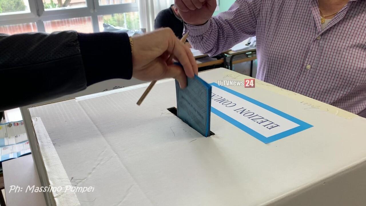 Santini nel seggio, la candidata Roberta Ricci della Lega sporge denuncia