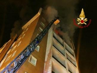 Panico a Terni, incendio al settimo piano di una palazzina, nessun ferito